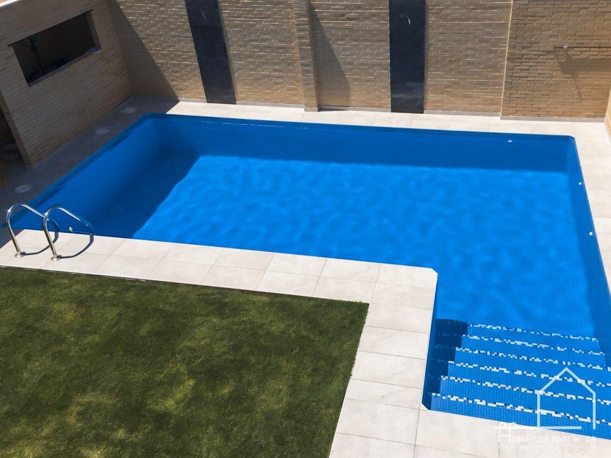hernandezmartincb-experiencia-construccion-piscinas-moderna escalera exterior-zamora-7