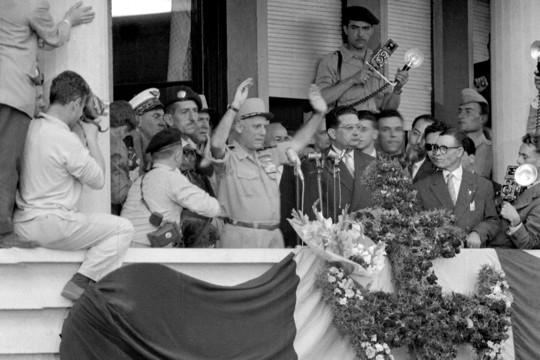 Le général Raoul Salan entre le général Jacques Massu et Jacques Soustelle, le 13 mai 1938 (DR)