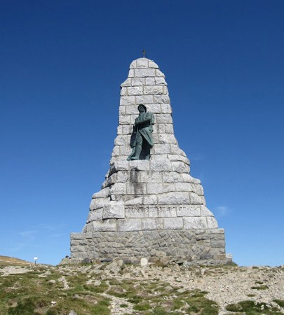 Le Grand Ballon : monument des diables bleus. Monument dédié aux nombreux soldats savoyards se sont battus sur le sommet du grand Ballon, point culminant des Vosges.
