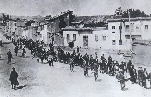 Déportation de villageois arméniens par la police ottomane (1915)