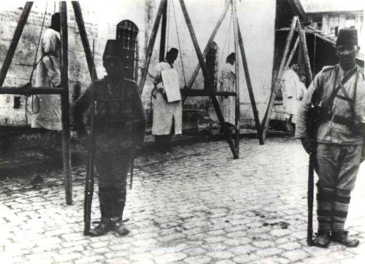 Pendaison des notables arméniens de Constantinople par la police ottomane le 24 avril 1915 (Source : Comité de Défense de la Cause Arménienne)