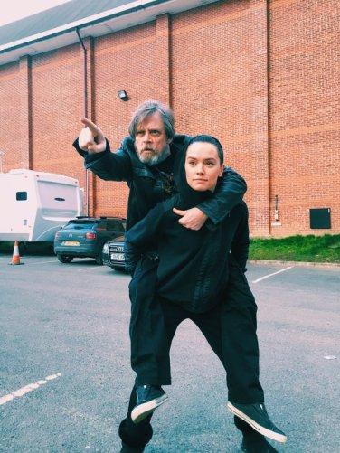Luke Trains Rey