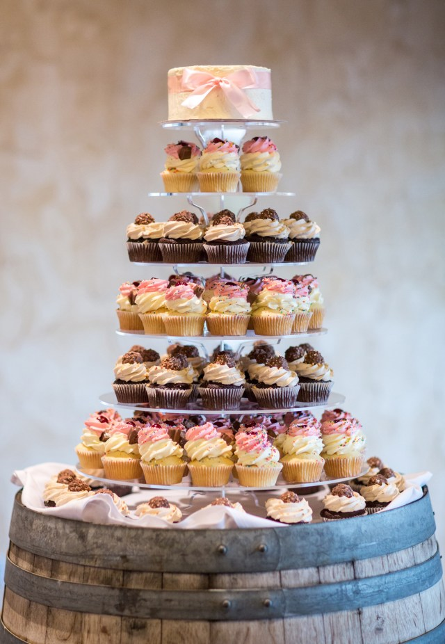 The wedding cake had a rustic feel to it and the cupcakes were our wedding favours for our guests.