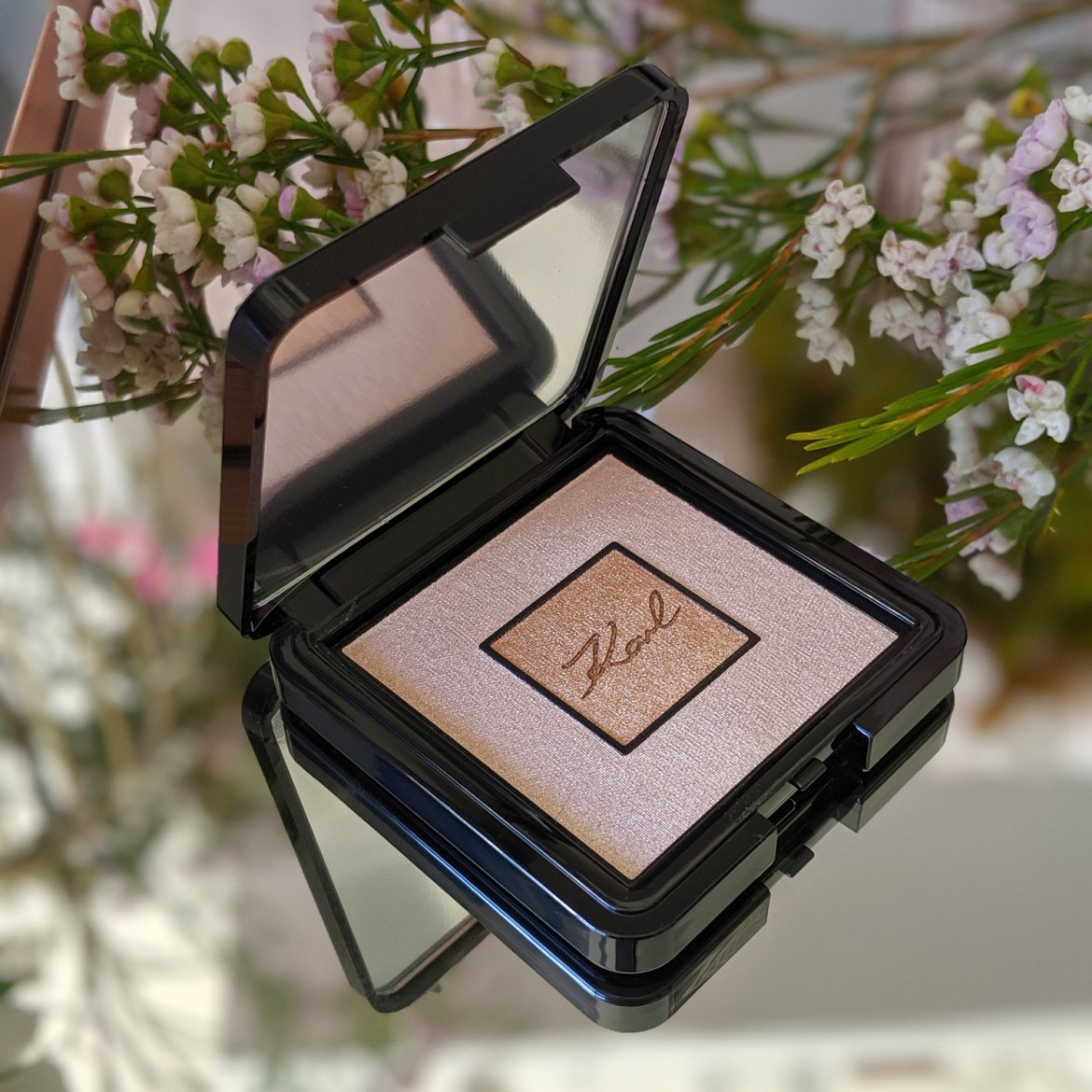 L'Orèal Paris x Karl Lagerfeld Highlighter
