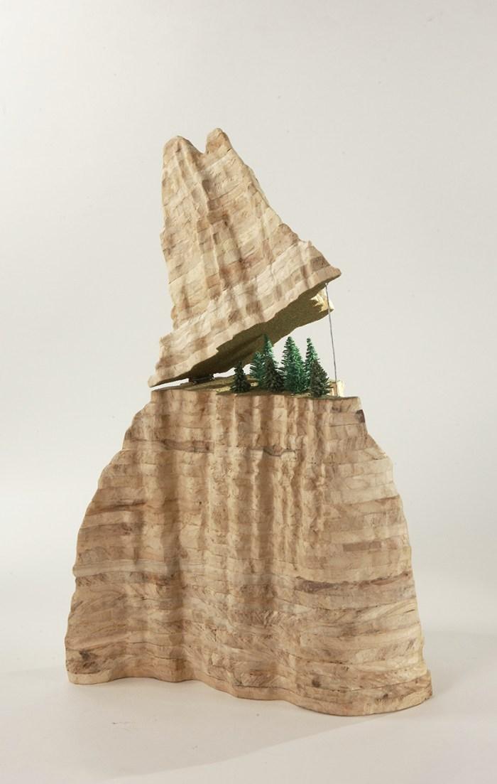 游山覽勝 - 靜看孤峰 1 / A Glorious Scenery 1 24.5(h) x 19(w) x 19.5(d)cm / Sculpture / ©2011 Hanison Lau