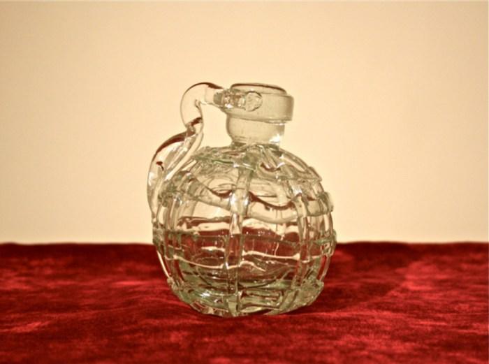 Granada de mano realizada en vidrio soplado War nam nihadam, 2014 12 x 12 x 12 / ©Avelino Sala
