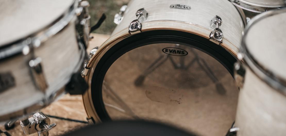 Instrumente, wie sie der Tambour Corps hat