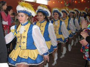 Befreundete Tanzgruppen bei der Erpeler Karnevalssitzung