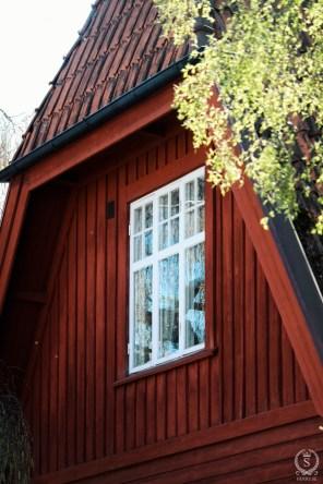 Småspröjsade överdelar av fönster var vanligt under jugendarkitekturen (1900-1909).