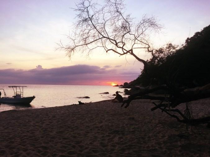 romantischer Sonnenuntergang am Strand