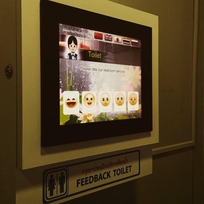 Bewertungsbildschirm am Flughafen Bangkok