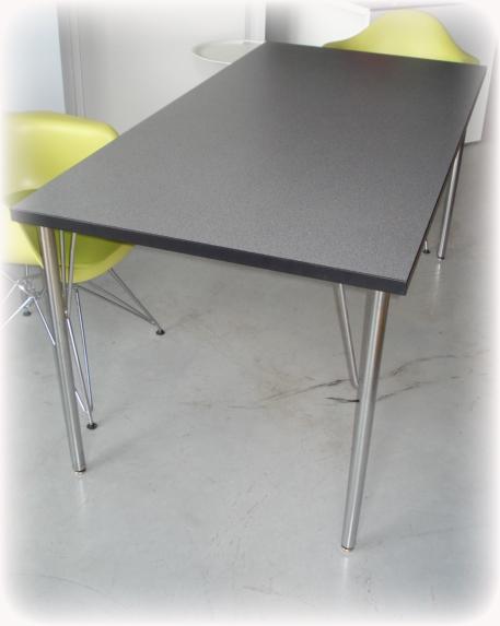 Design eettafels met chroom frame
