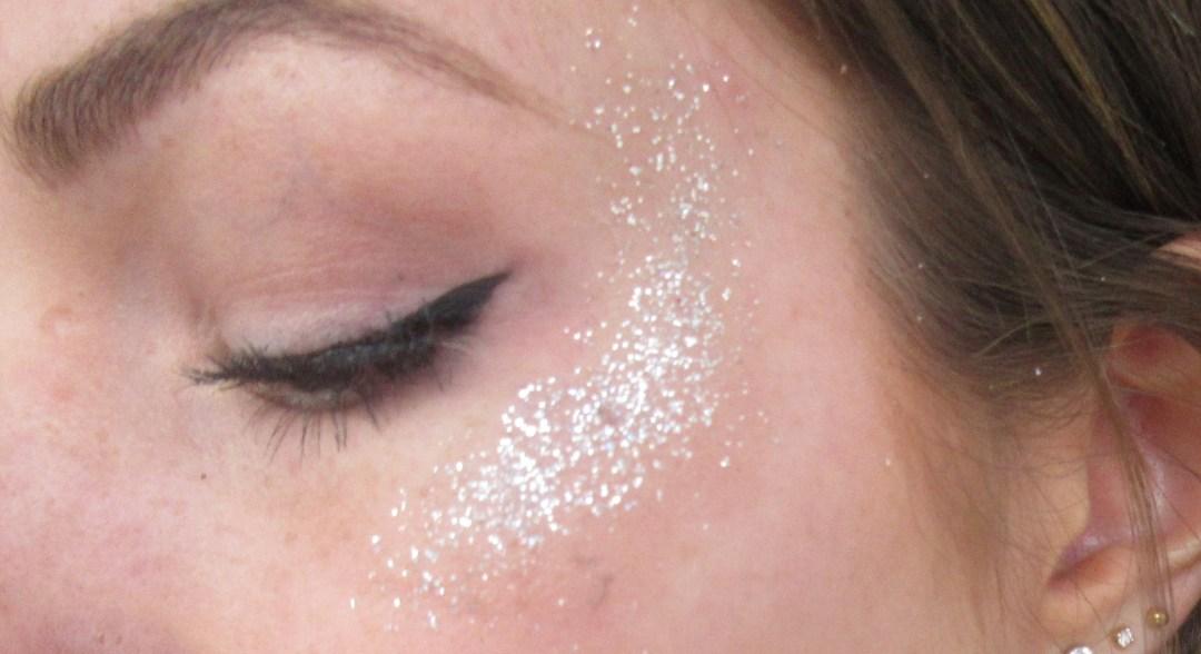 zilvere gezicht glitter look voor feestjes en festivals