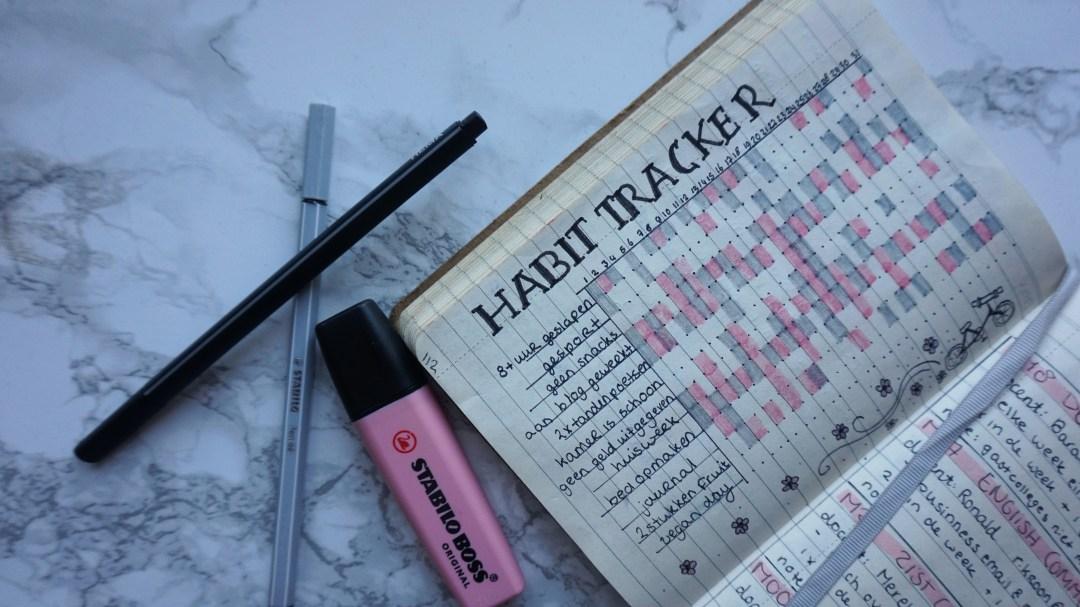 Habit tracker en bijnodigheden bullet journal