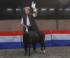 Zwartbles keuring NZS in Bunschoten 2018 dagkampioen oudere ooi