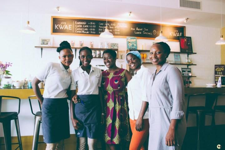 Yvette Nana Ansah et le staff à Café Kwae