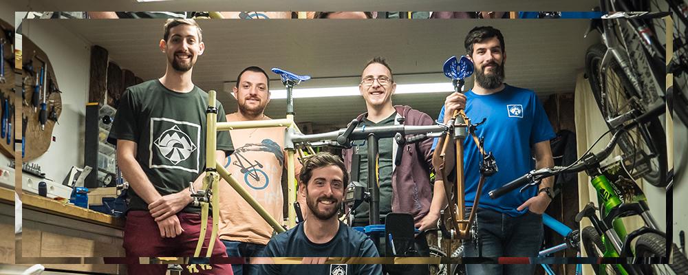 Construction du vélo avec Jérémy Laiguillon partenaire de l'aventure avec son enseigne ADN Cycles