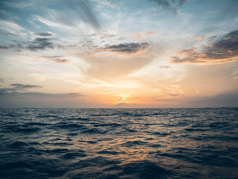 Couché de soleil au milieu de l'Océan