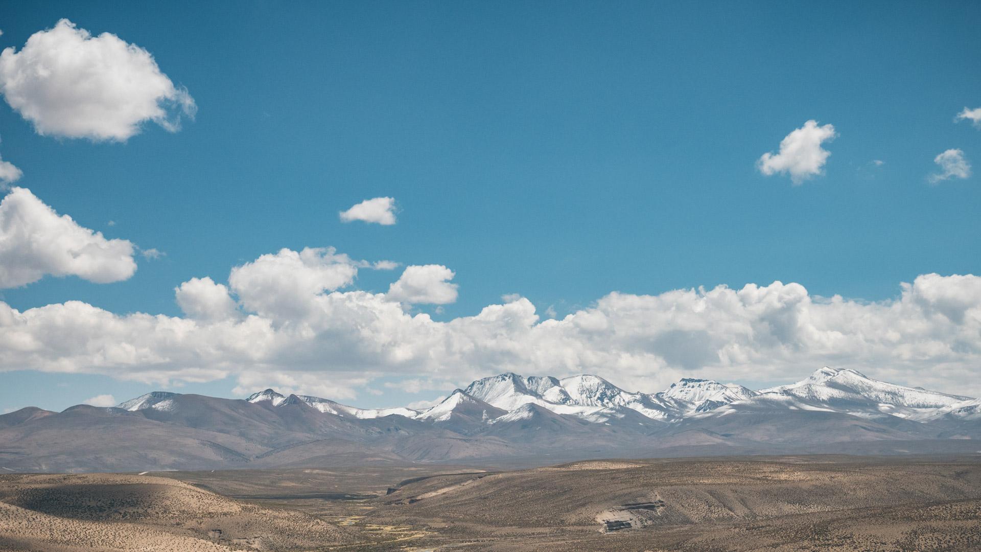 Paysage sur la magnifique chaîne montagneuse