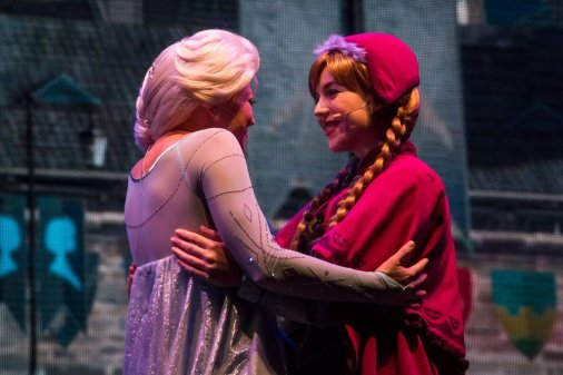 Disney's Elsa and Anna singing live from Frozen at Hollywood Studios in Walt Disney World