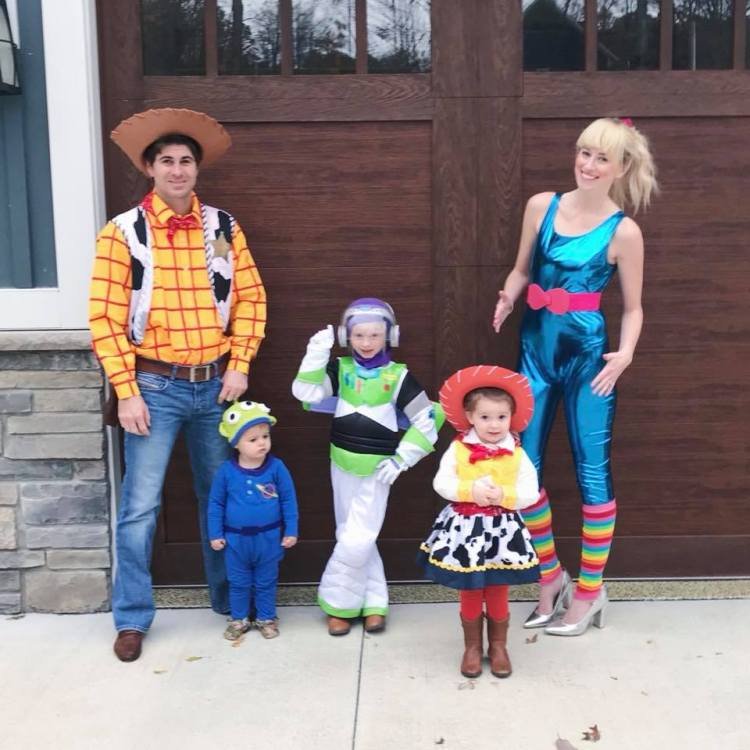 family of 5 halloween costume toy story