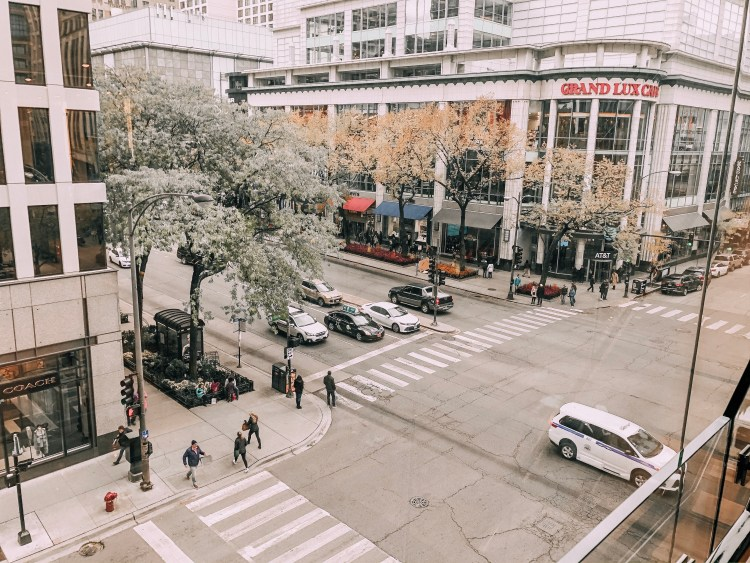 magnificent mile michigan ave shopping chicago