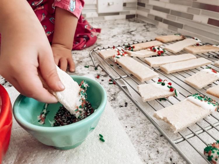 kids baking christmas