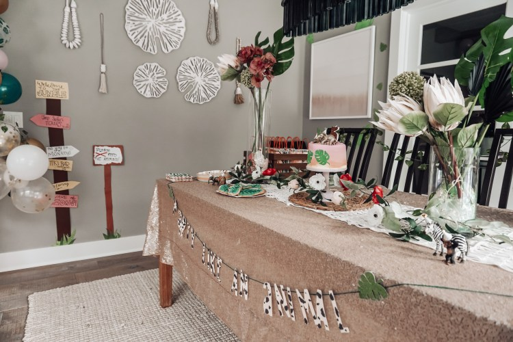 DIY mama birthday party garland themes