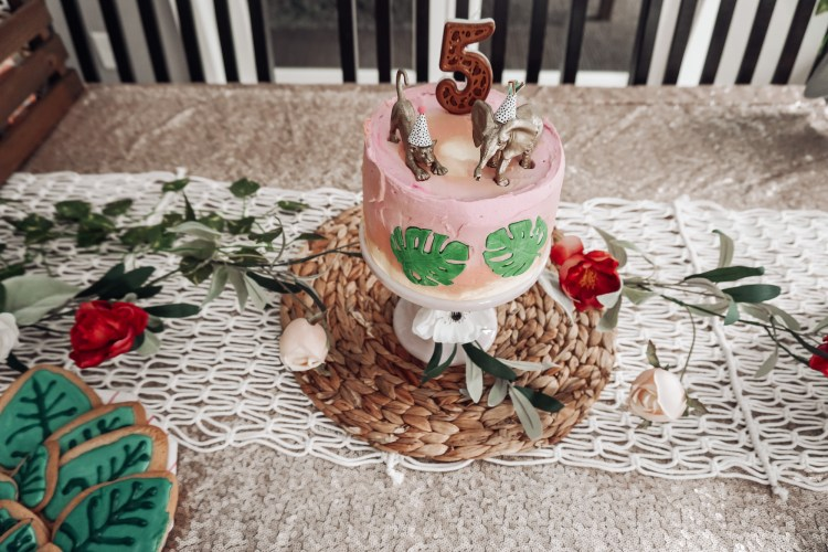 wilton cakes, ombre cake, fontant leaves, party animals cake toppers glamfettico diy mom