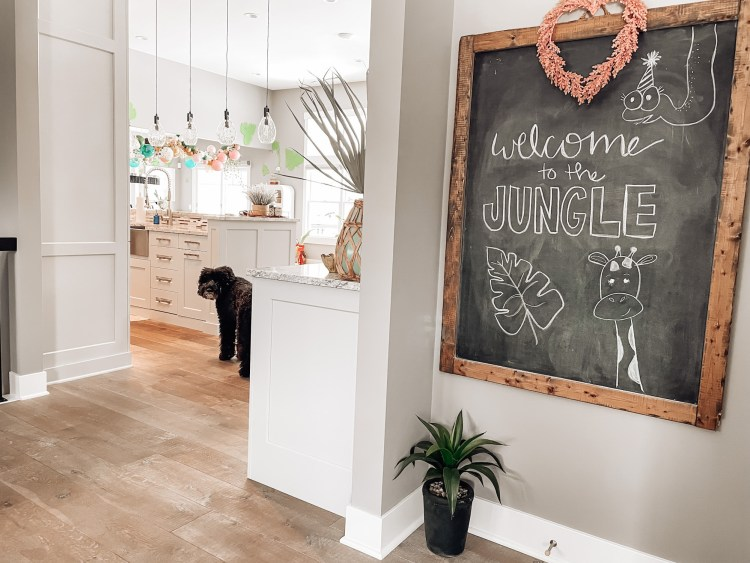 chalkboard, hand lettering jungle party, birthday party themes party animals