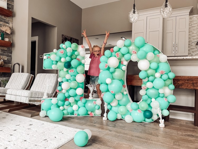 DIY how to make a balloon number tutorial birthday party