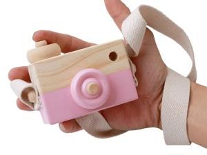Appareil photo jouet en bois couleur rose