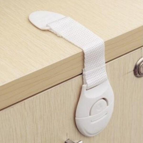 Bloquer l'ouverture des tiroirs pour protéger bébé