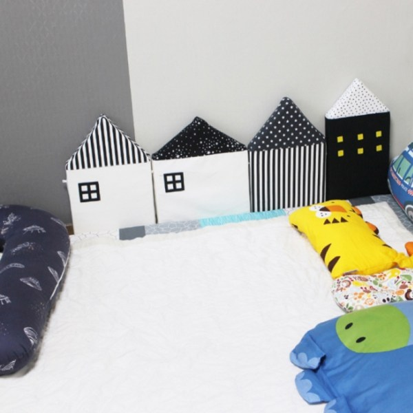 Tour de lit bébé maisons noir et blanc