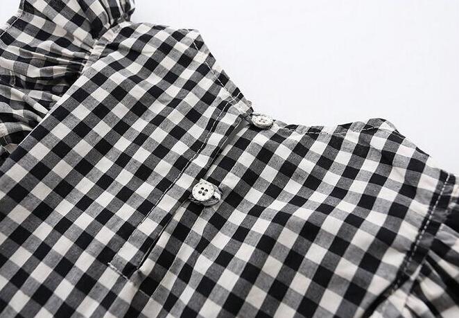 Robe fille à carreaux noirs et blancs - Vue de dos avec les boutons
