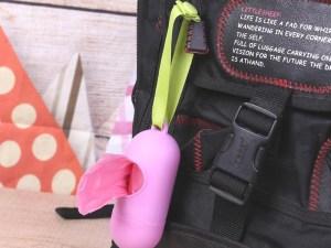 Capsule accrochée au sac à langer bébé