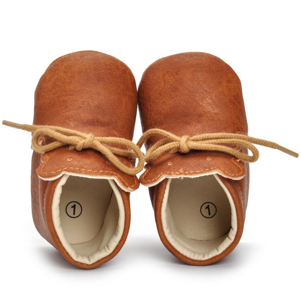 Chaussures bébé en cuir marron vue de dessus