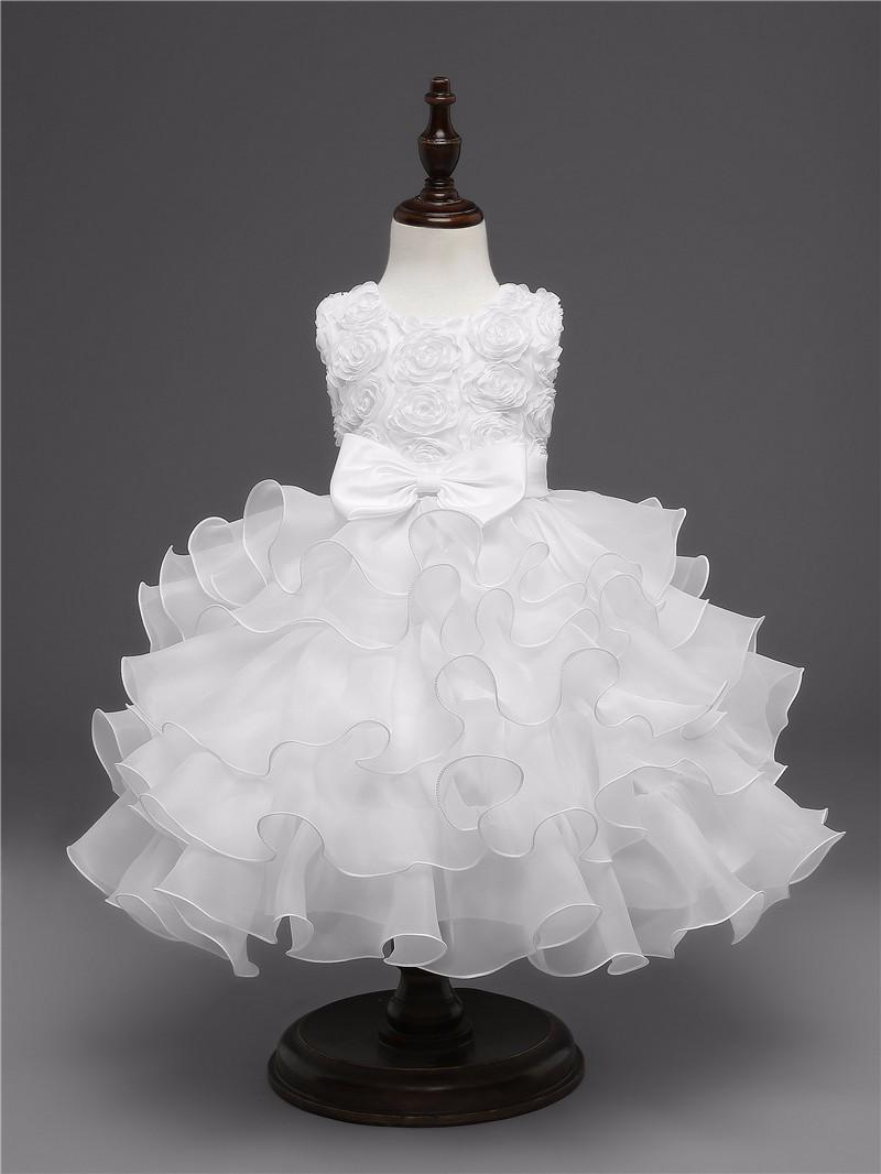 Robe blanche élégante pour fille vue de face