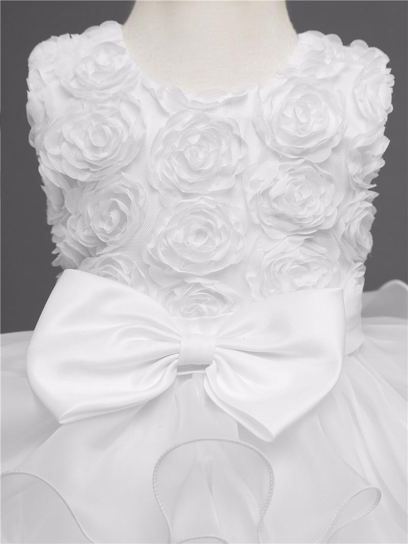 Détail du buste robe fille mariage ou fiançailles