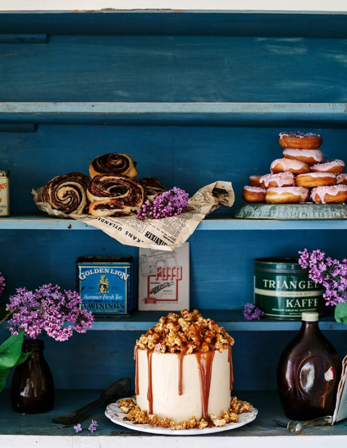 Turquoise shelves with flowers and cakes