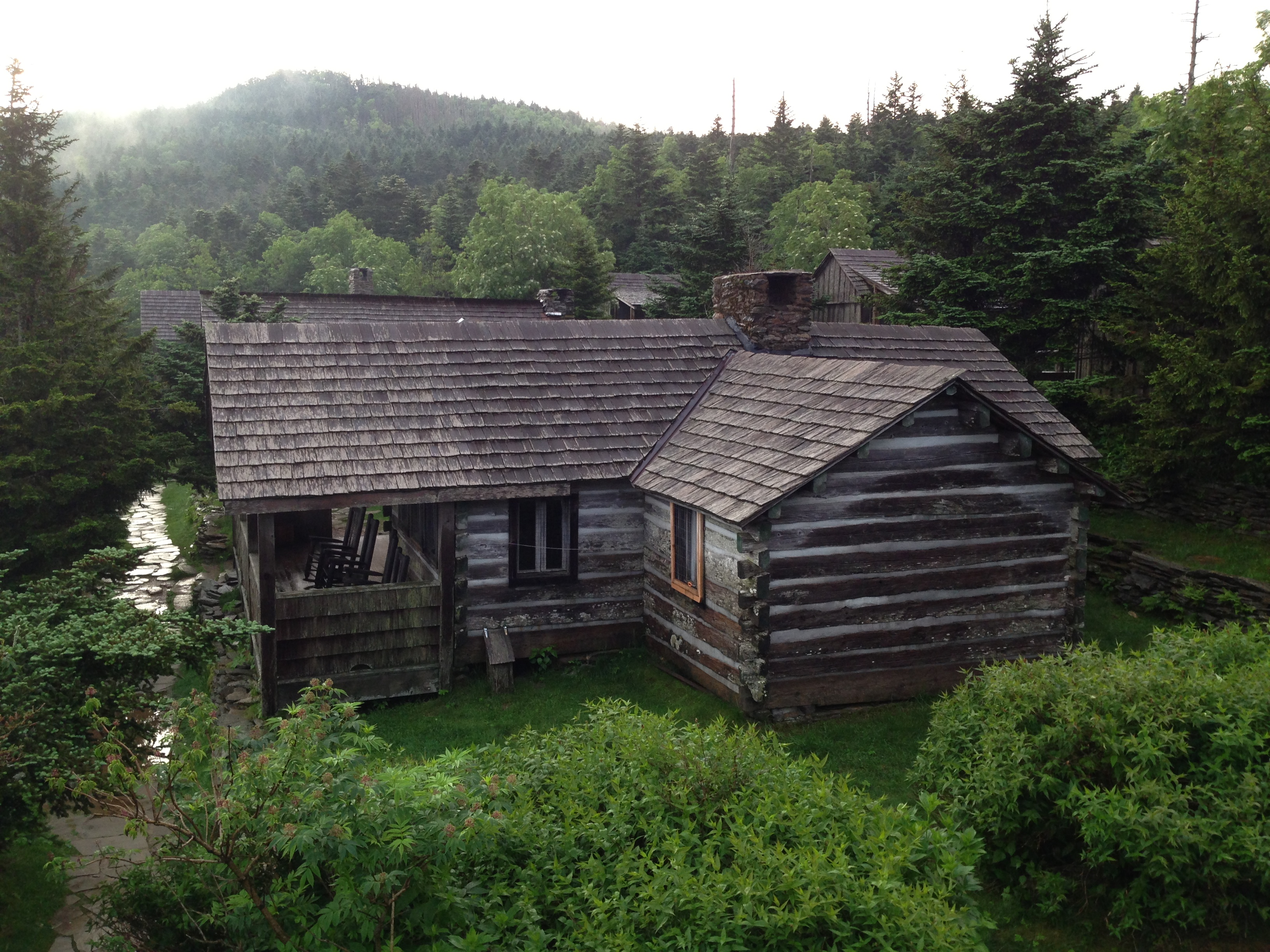 national log ha luxury cabin great area location lovely deal views smoky in bed cabins image gatlinburg home beach the property from park conservation s mountains yards