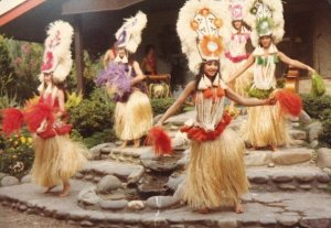 Porpoise Island Polynesian hula dancers in Pigeon Forge.