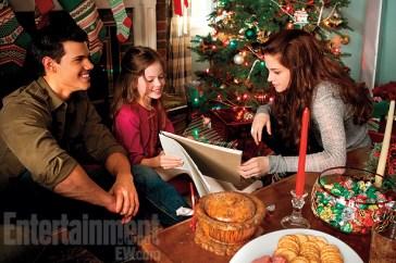Taylor Lautner, Mackenzie Foy and Kristen Stewart in Breaking Dawn - Part 2