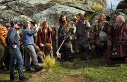 Peter-Jackson-and-the-cast-on-set-in-The-Hobbit-An-Unexpected-Journey