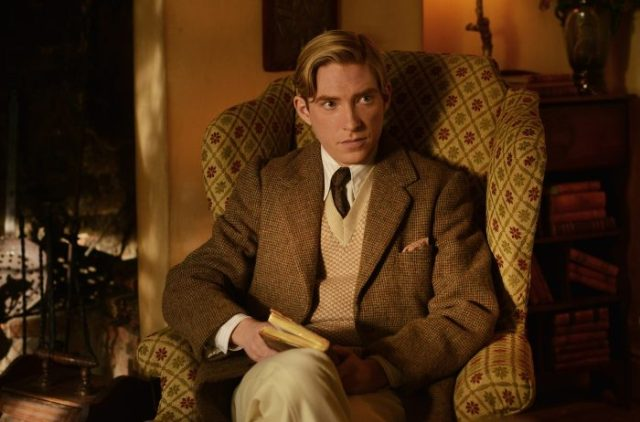 domhnall-gleeson-as-alan-milne-in-the-film-untitled-a-a-milne-photo-by-david-appleby-2017-fox-searchlight-pictures2