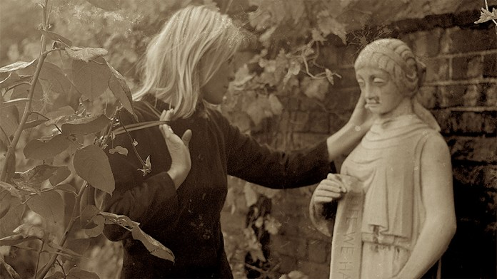 Marianne & Leonard Review 1