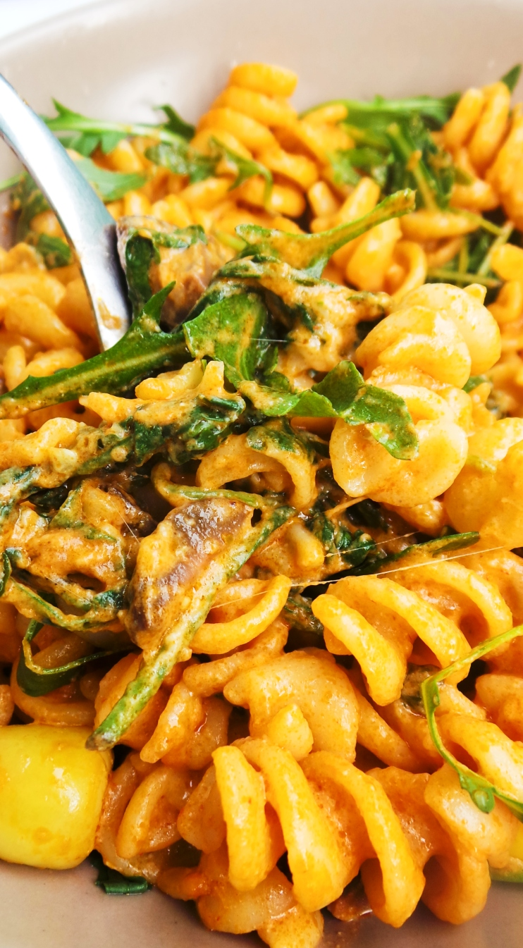 Creamy pasta with pesto and arugula - quick and easy dinner that is vegetarian and delicious!