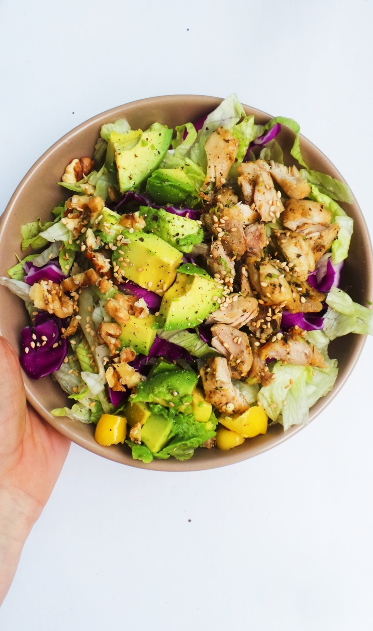 Keto chicken salad recipe! This healthy salad recipe is easy to make, low carb, gluten-free and full of antioxidants. This chicken recipe is super easy and tasty - amazing lunch idea or even dinner! | keto recipes | keto dinner recipe | keto lunch recipe