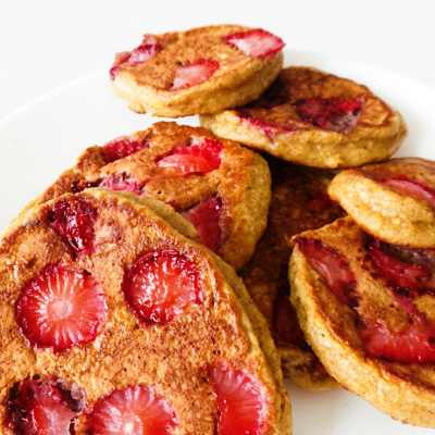 Healthy Strawberry Pancakes | Flourless & Fluffy