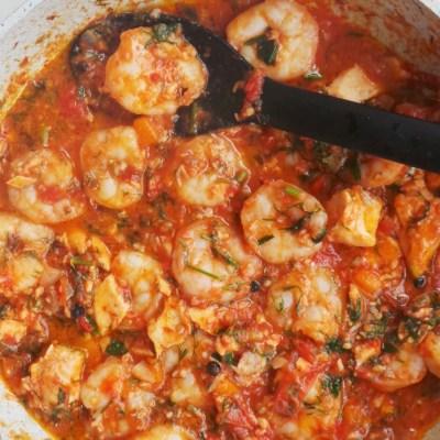 15-Minute Garlic Shrimp In Tomato Sauce (5 Ingredients)